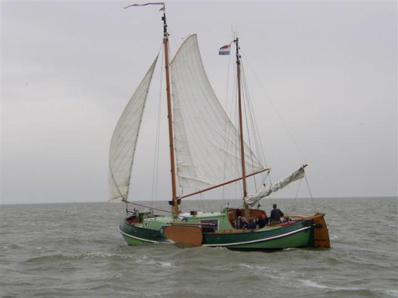 Odrecht onder zeil op het IJsselmeer